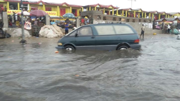 This is what happens after 10 minutes of heavy rain on parts of Abeokuta Expressway